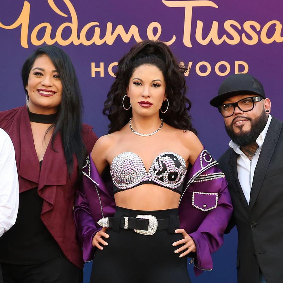 Figura de cera de Selena Quintanilla junto a Suzette, AB y Chris Perez