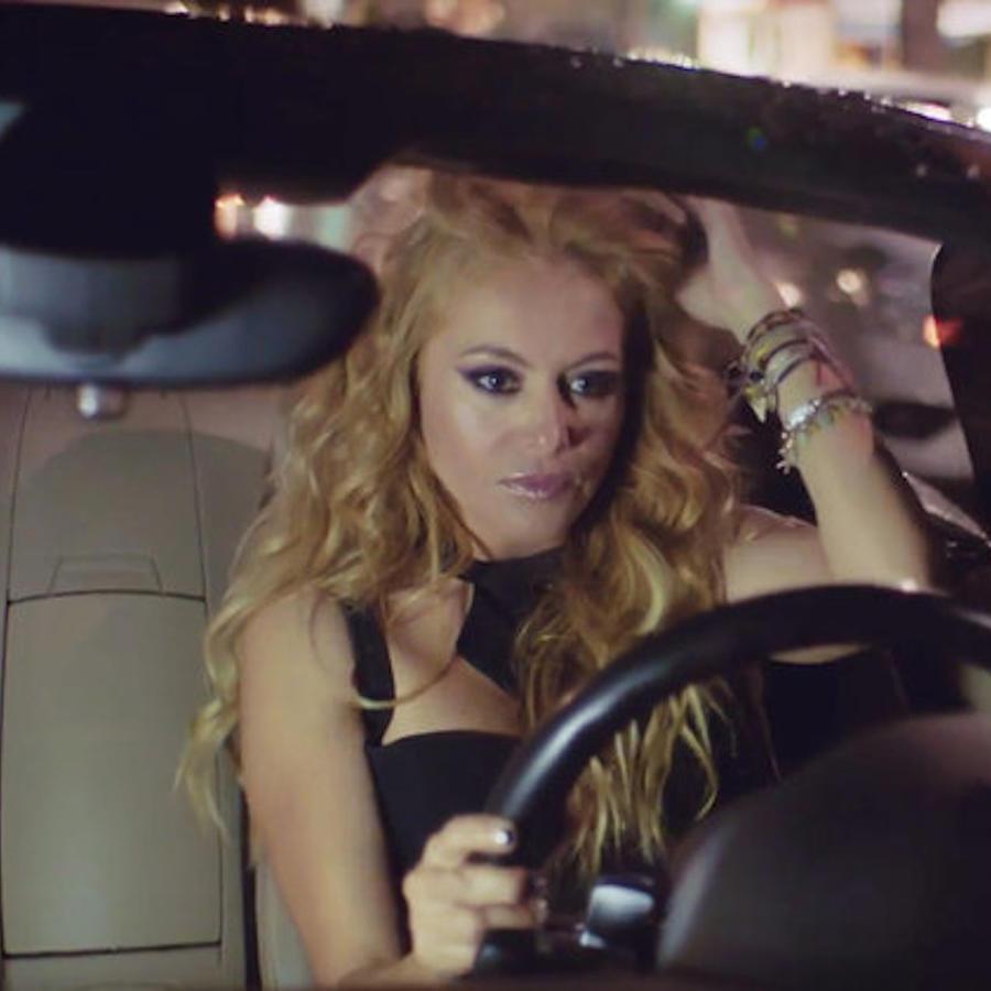 """Paulina Rubio en el video """"Me Quema"""""""