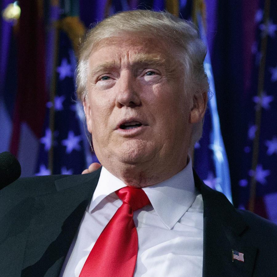 Reince Priebus (derecha), junto a Donald Trump en noviembre.