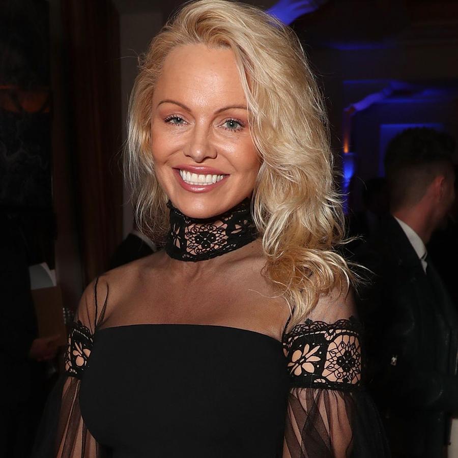 Pamela Anderson en la 6ta Gala Anual de Sean Penn por Haití 2016