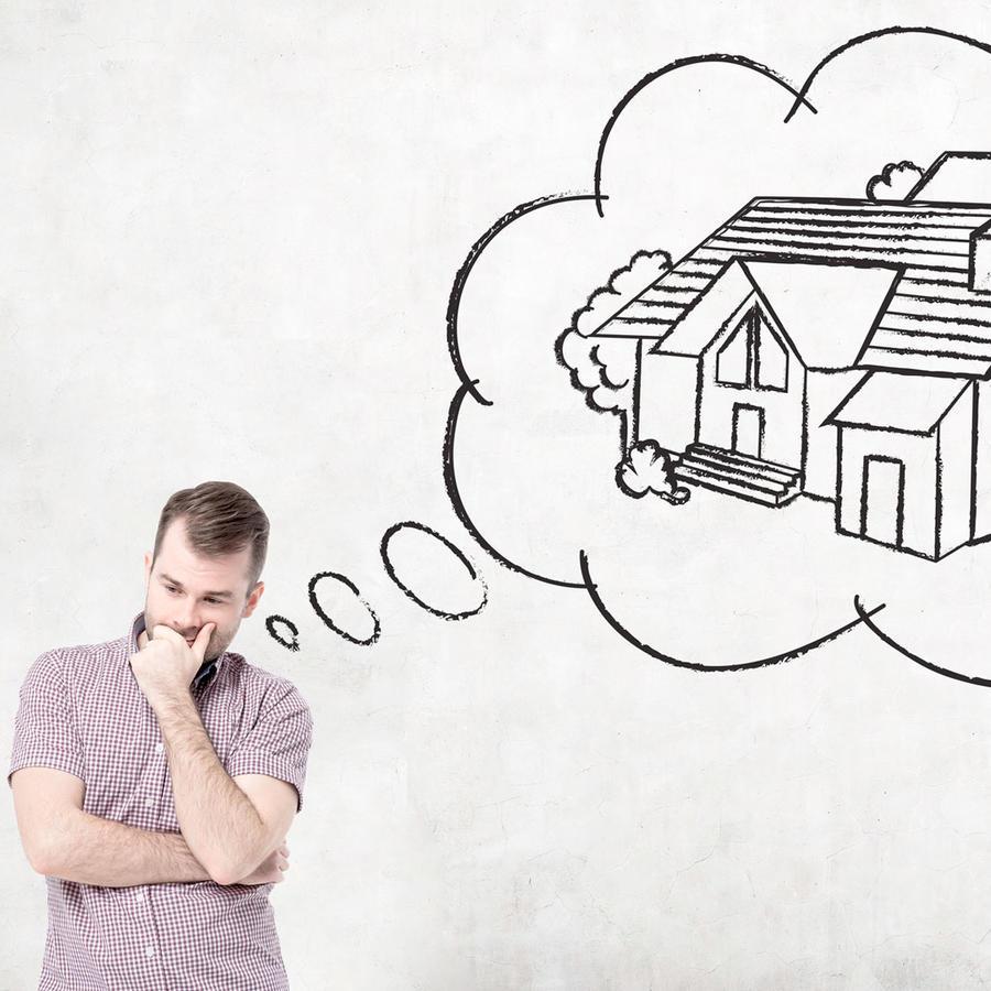 Hombre piensa en una casa
