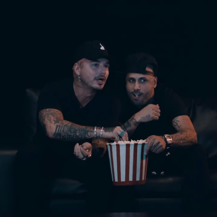 Nicky Jam & J Balvin en el video Superhéroe