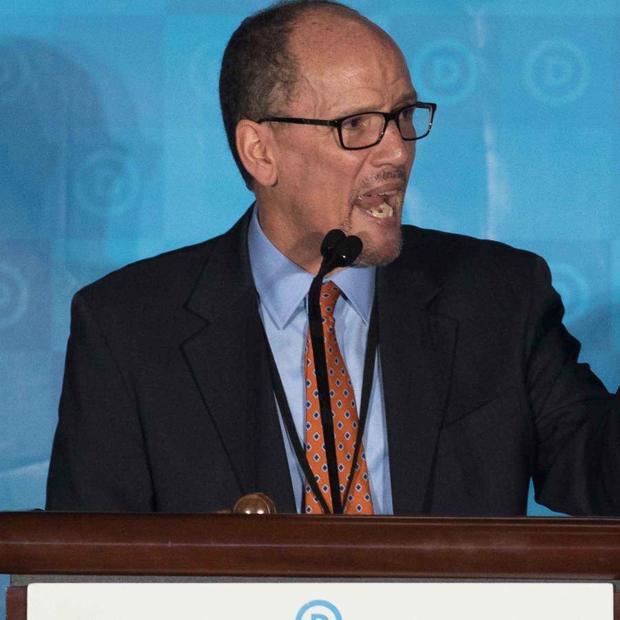 Tom Pérez, elegido presidente del partido demócrata