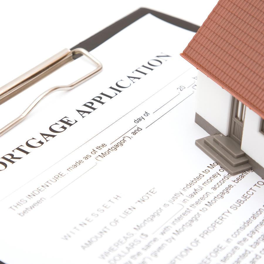 Formulario de hipoteca y casa
