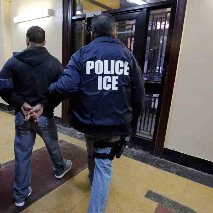 ICE arresto