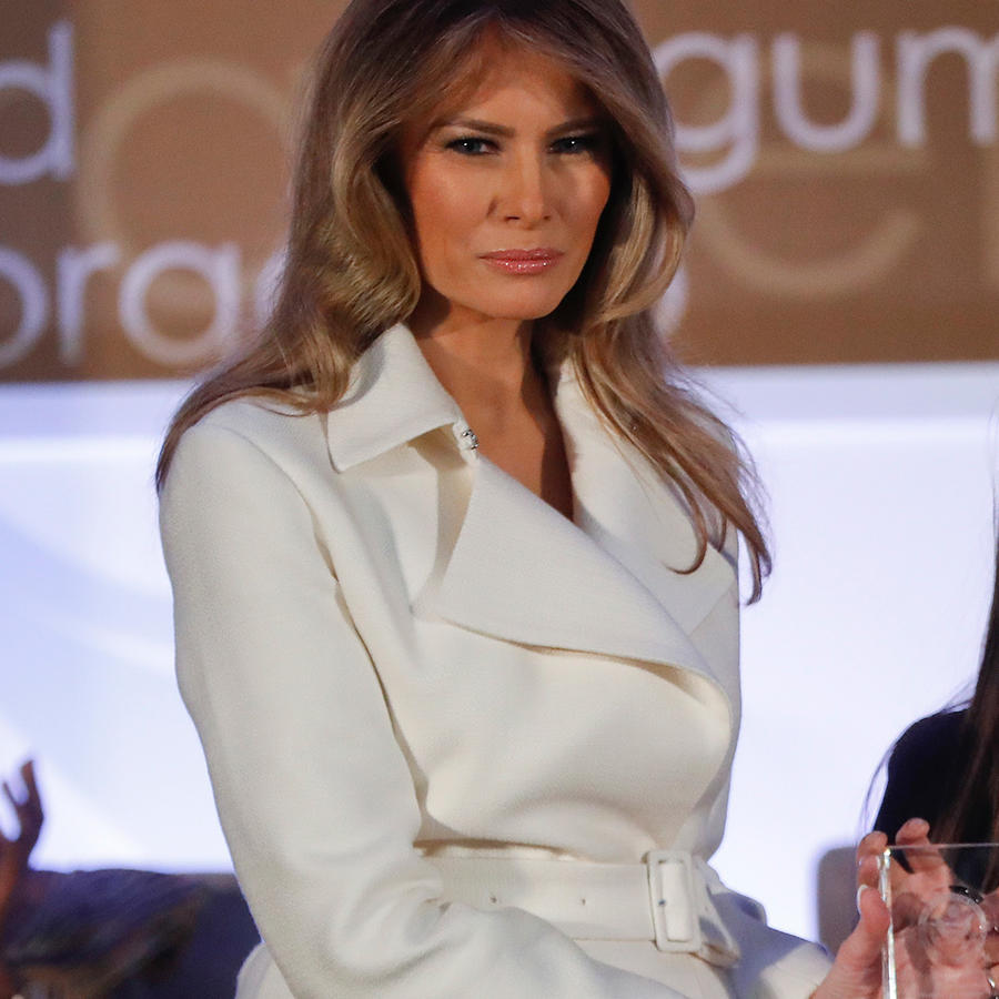 La primera dama de EEUU, Melania Trump, otorga el premio 'Mujeres Internacionales de Coraje' a la peruana Arlene Contreras en el Departamento de estado en Washington D.C. el miércoles 29 de marzo del 2017