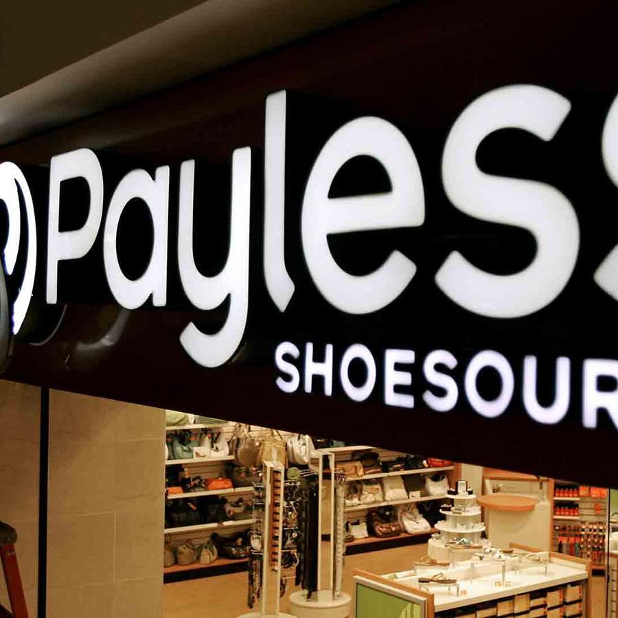 Foto de archivo de la entrada de una tienda de Payless