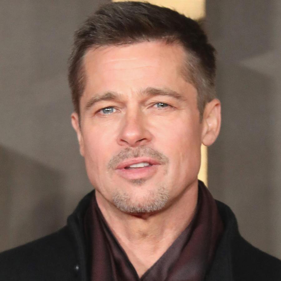 Brad Pitt con mirada triste