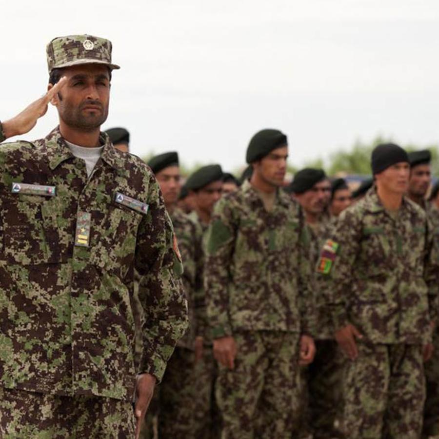 Soldados afganos en uniforme de camuflaje. Cpl. Alejandro Pena / U.S. Marine
