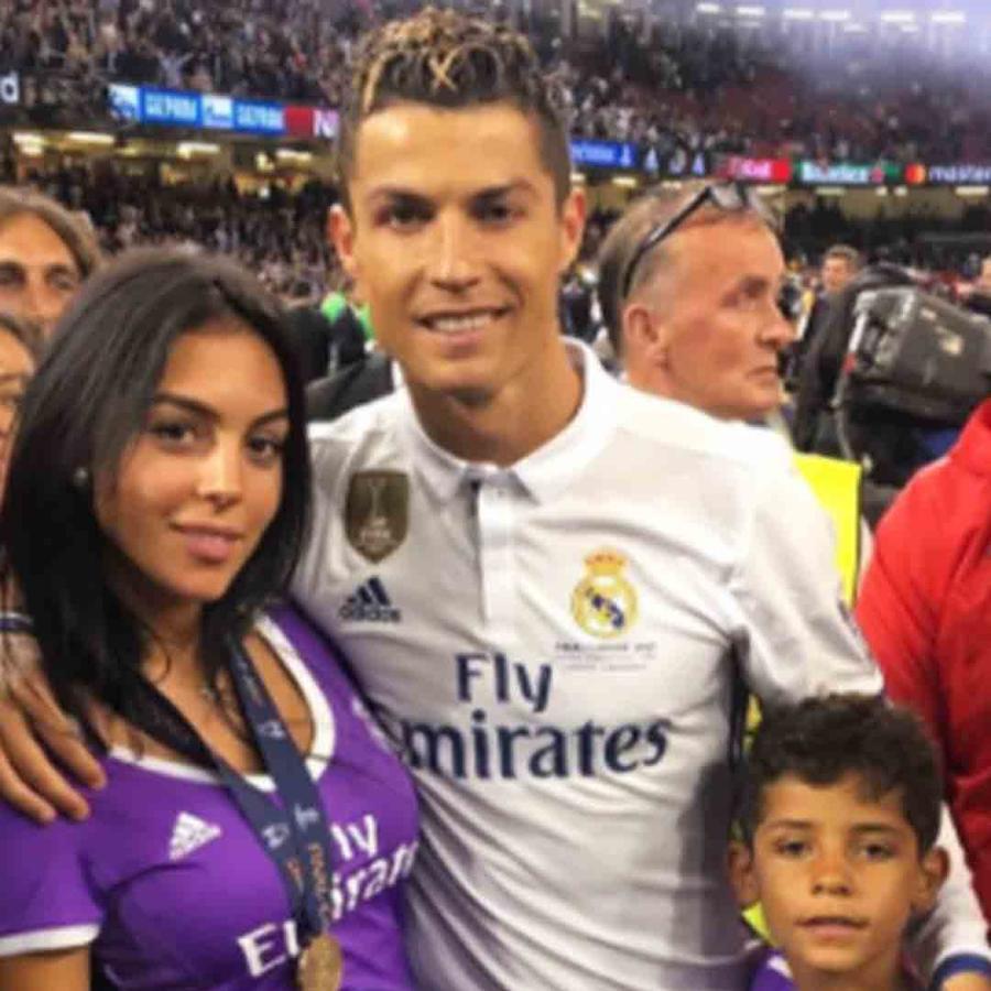 Cristiano Ronaldo, su hijo y su novia