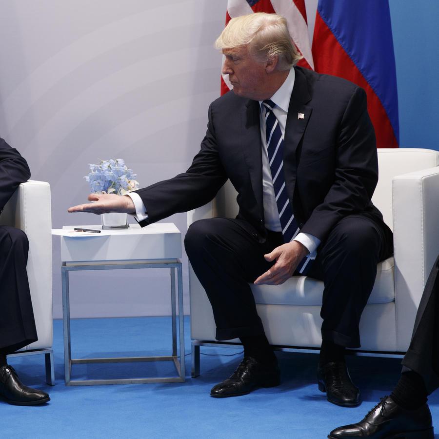 El presidente de EEUU Donald Trump ysu homólogo ruso, Vladimir Putin en Gamburgo, Alemania.