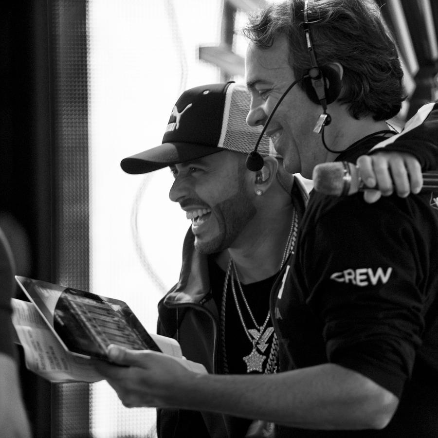 Yandel en los ensayos de Premios Tu Mundo 2017