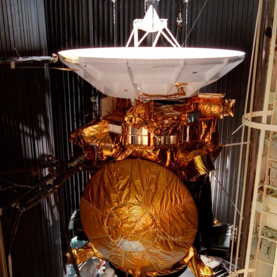 Imagen de la sonda Cassini que se volatilizó hoy sobre Saturno