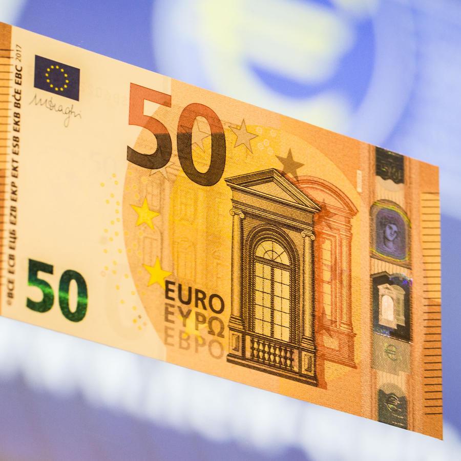 Un billete de 50 euros presentado en 2016 por el Banco Central Europeo.
