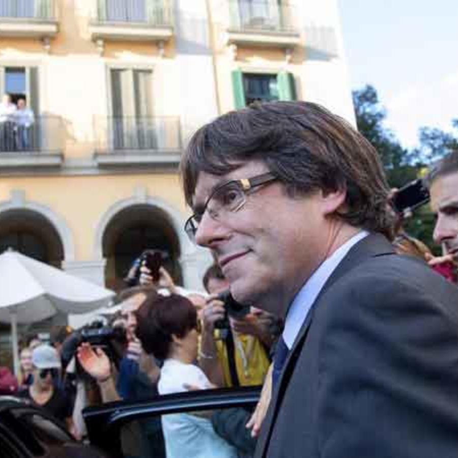 Ex presidente del gobierno catalan Carles Puigdemon en las calles de Barcelona