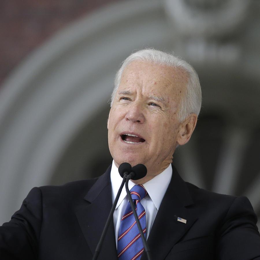 El ex vicepresidente Joe Biden durante un discurso en la Universidad de Harvard en Cambridge, Massachusetts.
