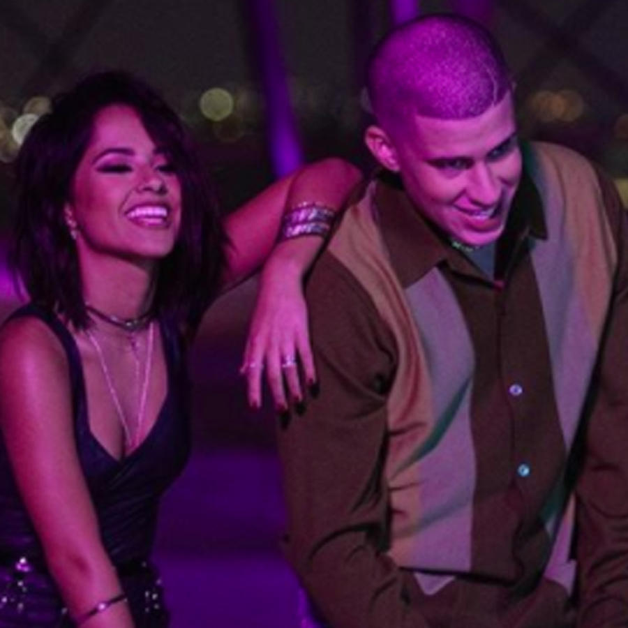 "Becky G y Bad Bunny en el video ""Mayores"""