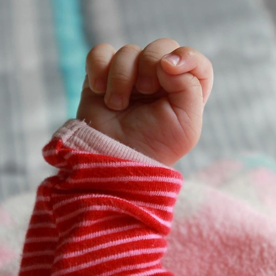 mano de bebé