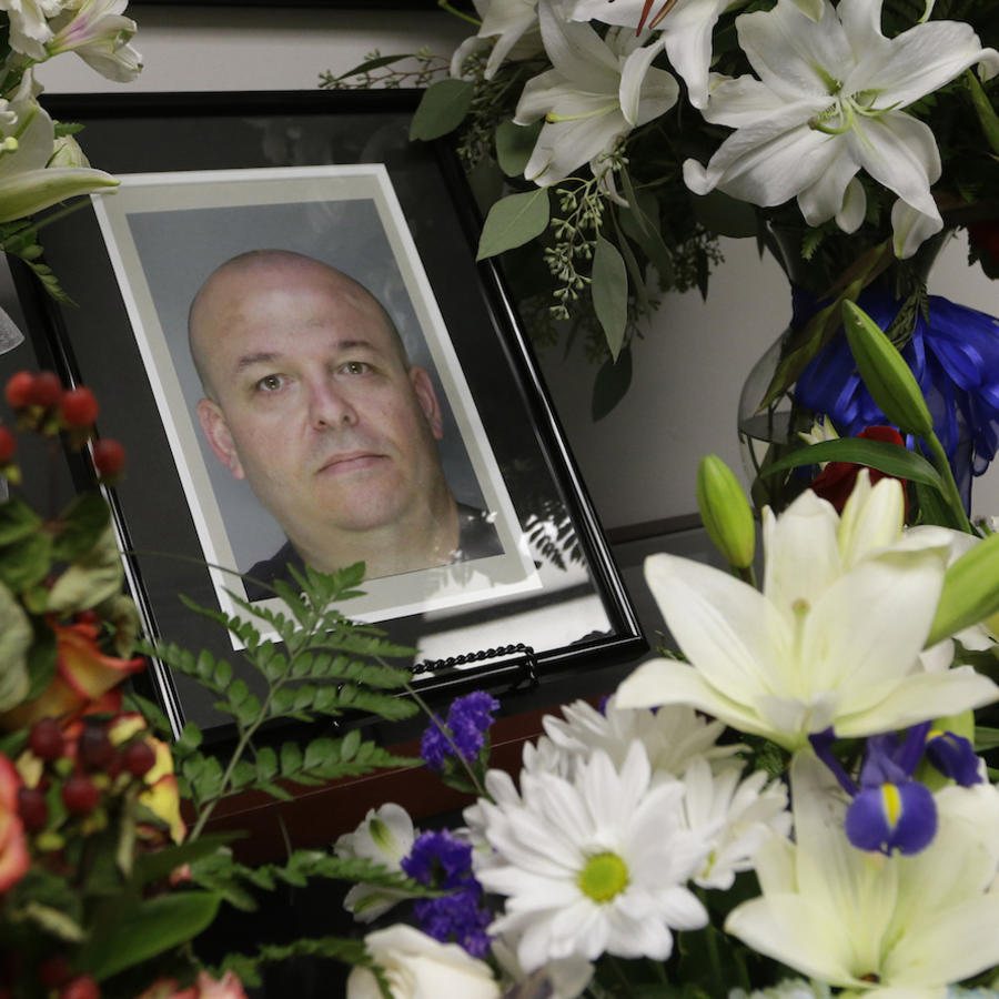 Memorial en octubre de 2014 por uno de los agentes presuntamente asesinados en California por Luis Enrique Monroy-Bracamonte,