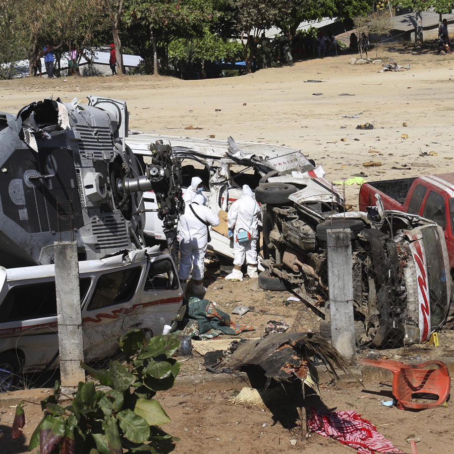 Restos del helicóptero desplomado en Santiago Jimitepec, el pasado sábado.