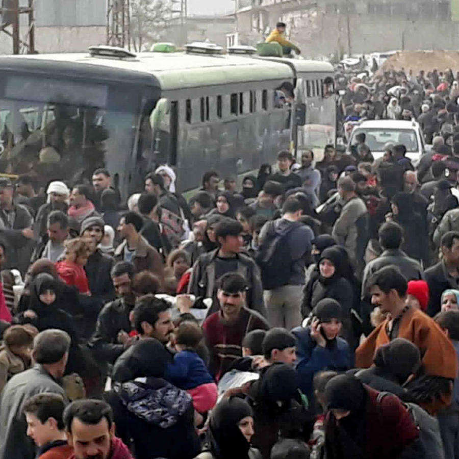 Sirios abandonan por miles la zona fde Guta adsediada dede el 2013 por los rebeldes