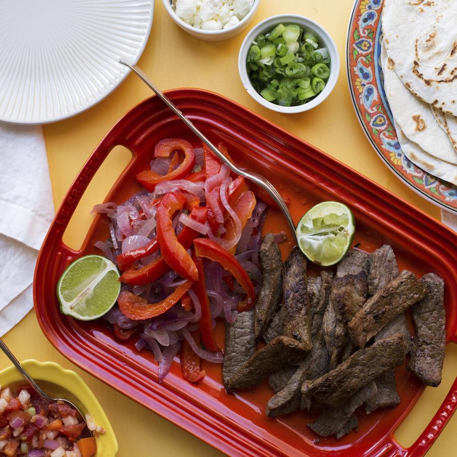 Imagen de archivo de un plato de fajitas de ternera.
