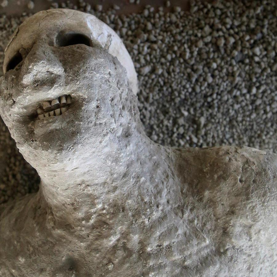 Molde de resina que muestra cómo era una de las víctimas del volcán en Pompeya, en una imagen de archivo.