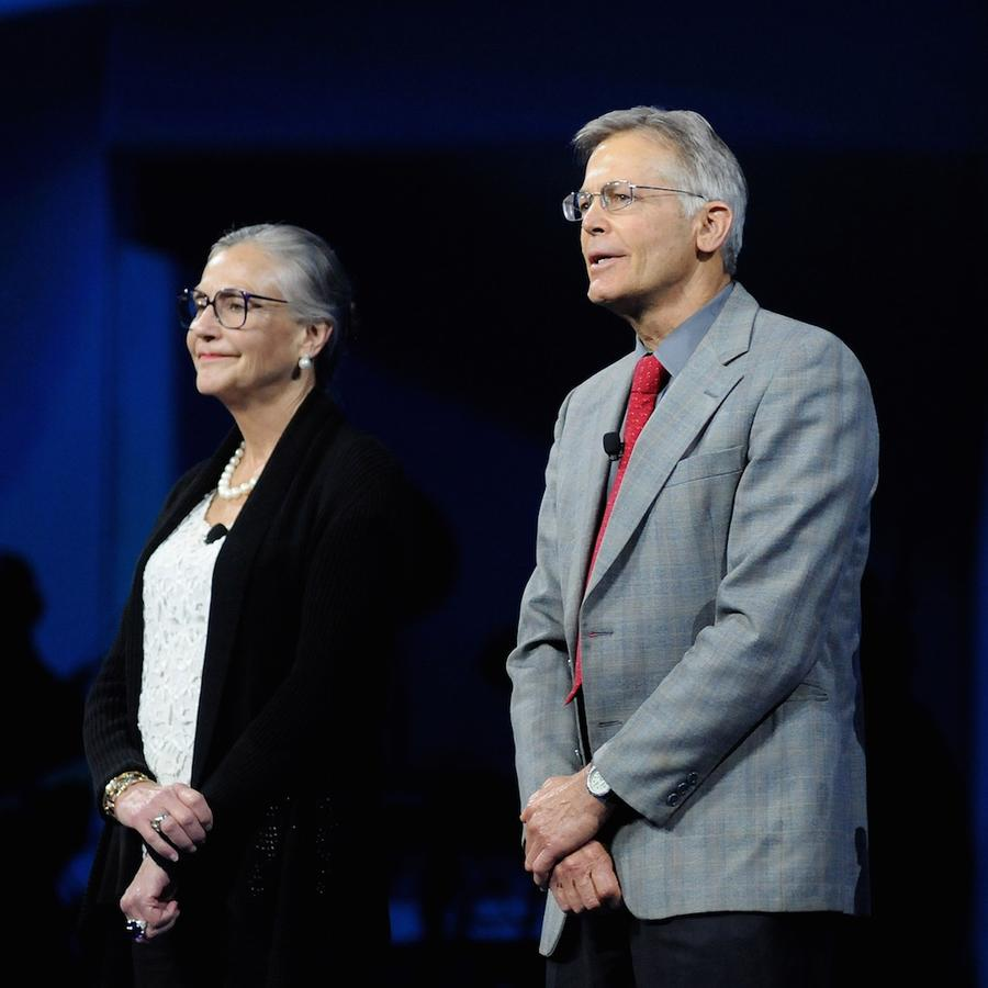 Alice, Jim y Rob Walton en un evento