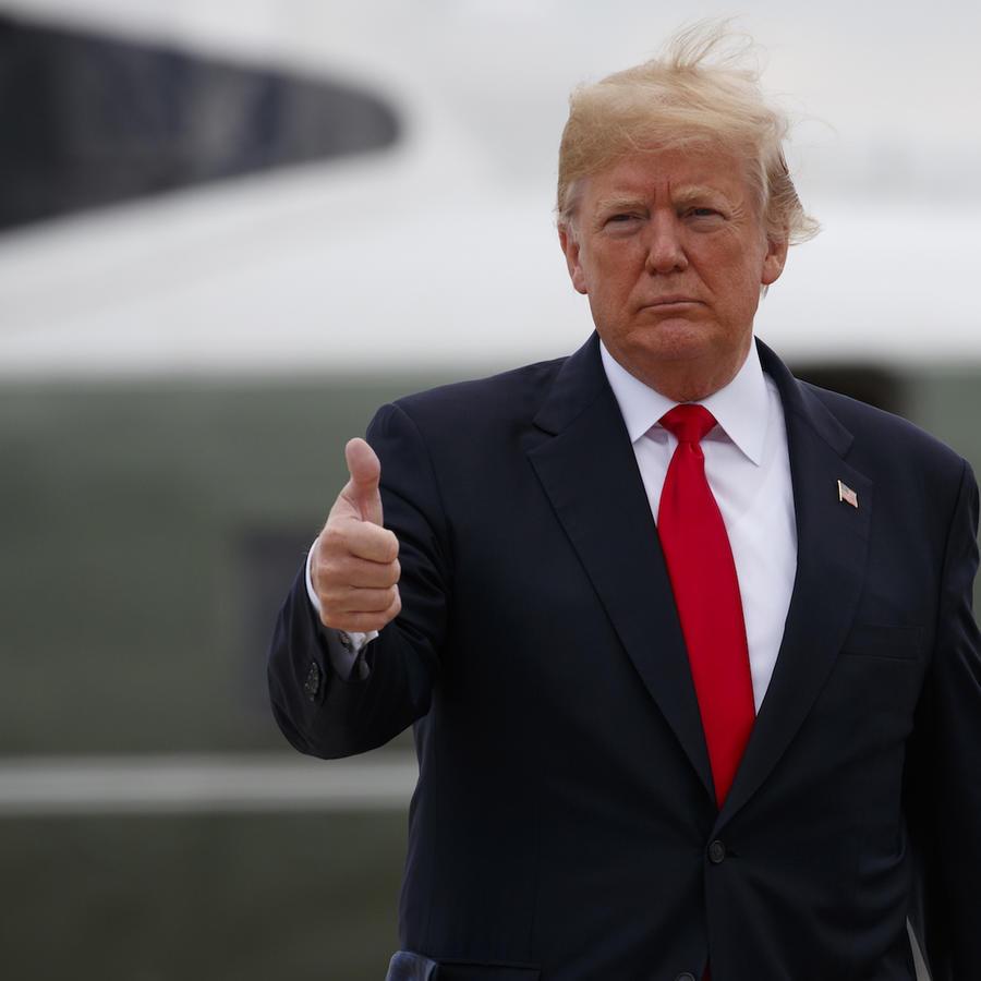 El presidente, Donald Trump, previo a abordar hoy el avión presidencial hoy en Maryland.