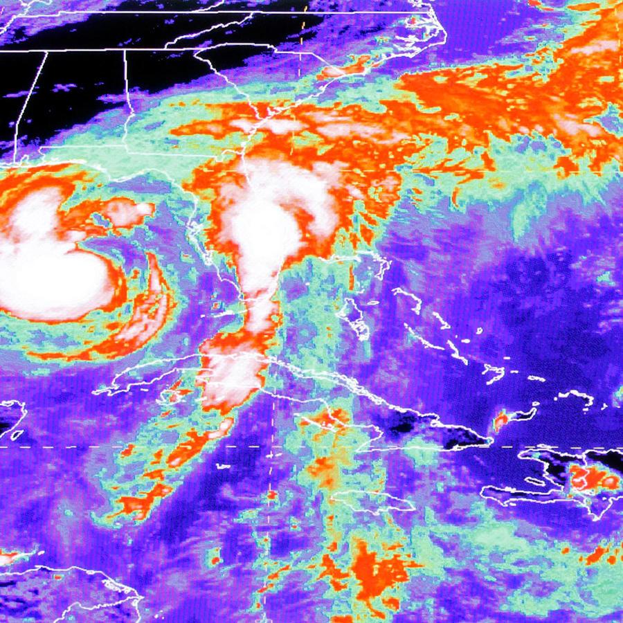 Un mapa satelital de un huracán en una imagen de archivo