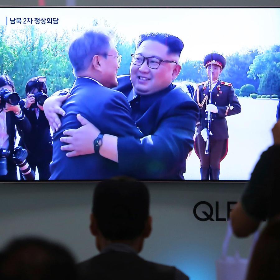 Lideres de nor y surcorea se vuelven a fundir en un abrazo en una nueva reunión secreta y por sorpresa en solo dos semanas