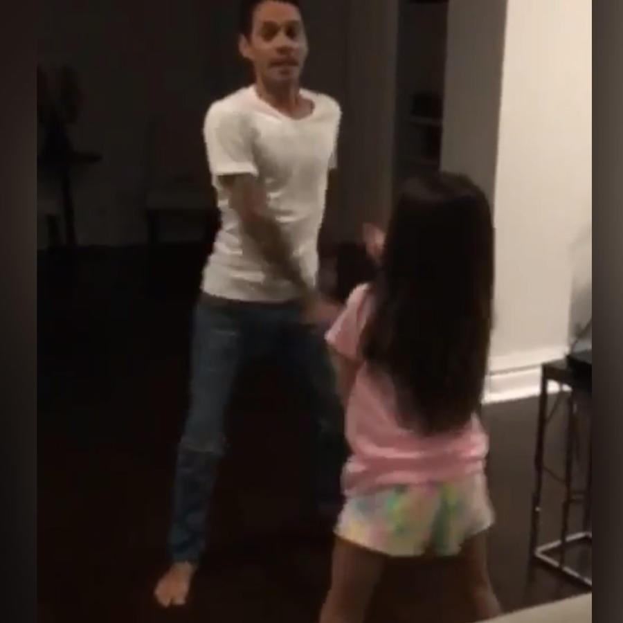 Marc Anthony bailando