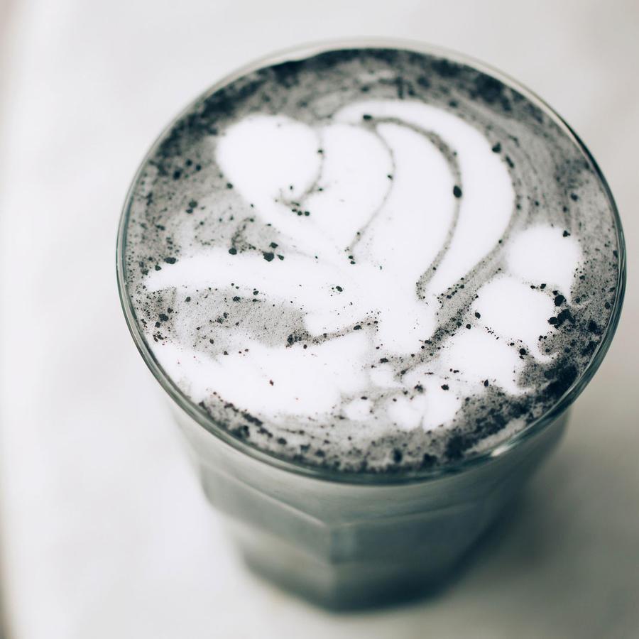 Café con carbón activado