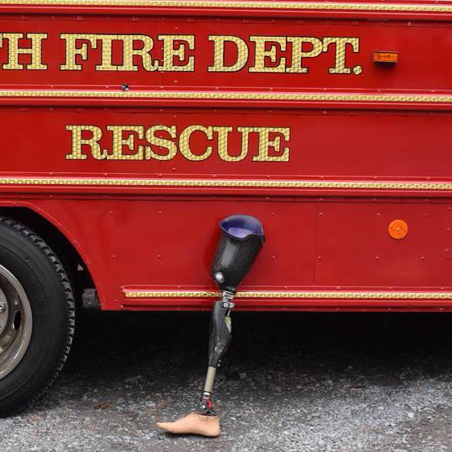 La prótesis hallada por el equipo de buceadores del departamento de bomberos de Corinth en el Río Hudson