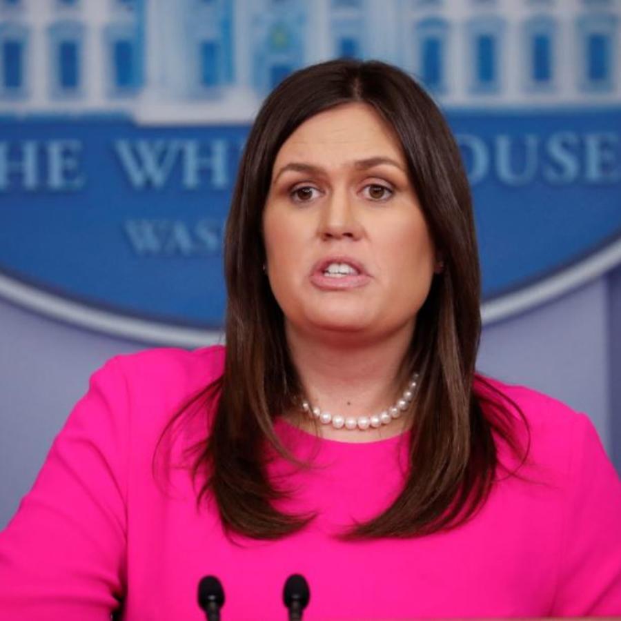 Sarah Huckabee Sanders en una rueda de prensa en la Casa Blanca.