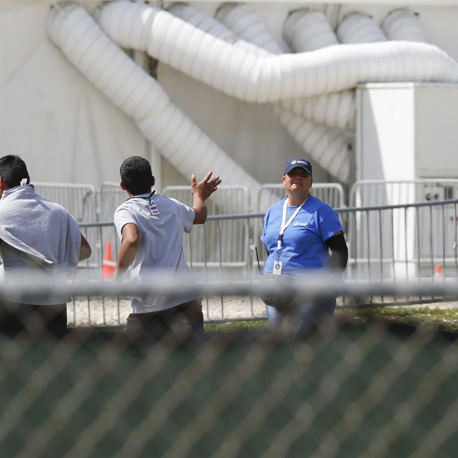 Niños inmigtantes en un centro temporal en Homestead, Florida, en junio. Foto: Brynn Anderson/AP