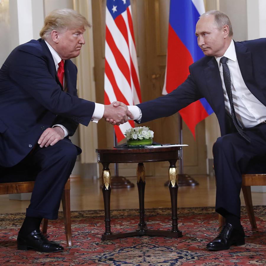 El presidente estadounidense Donald Trump junto a su honólogo ruso Vladímir Putin durante una reunión en Helsinki.