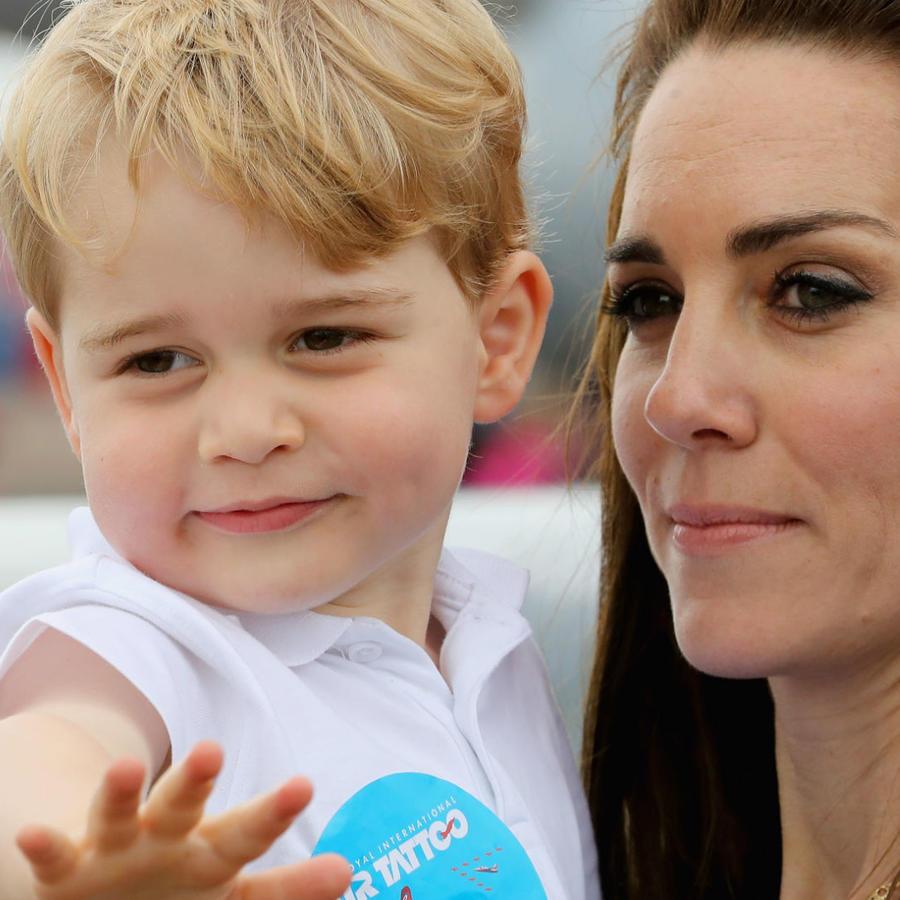 Principe George con Kate Middleton en 2016