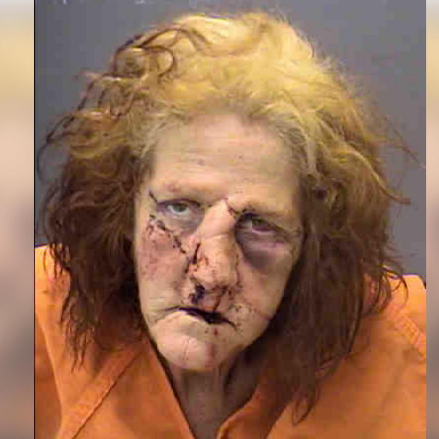 Jacqueline Burge fue arrestada por nueve cargos, pero ya tenía más d euna docena de detenciones previas.