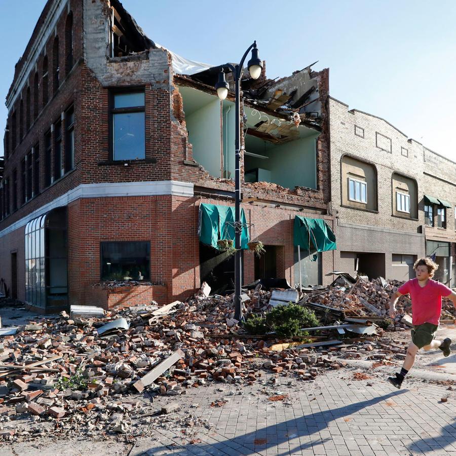 Daños por tornado en Iowa