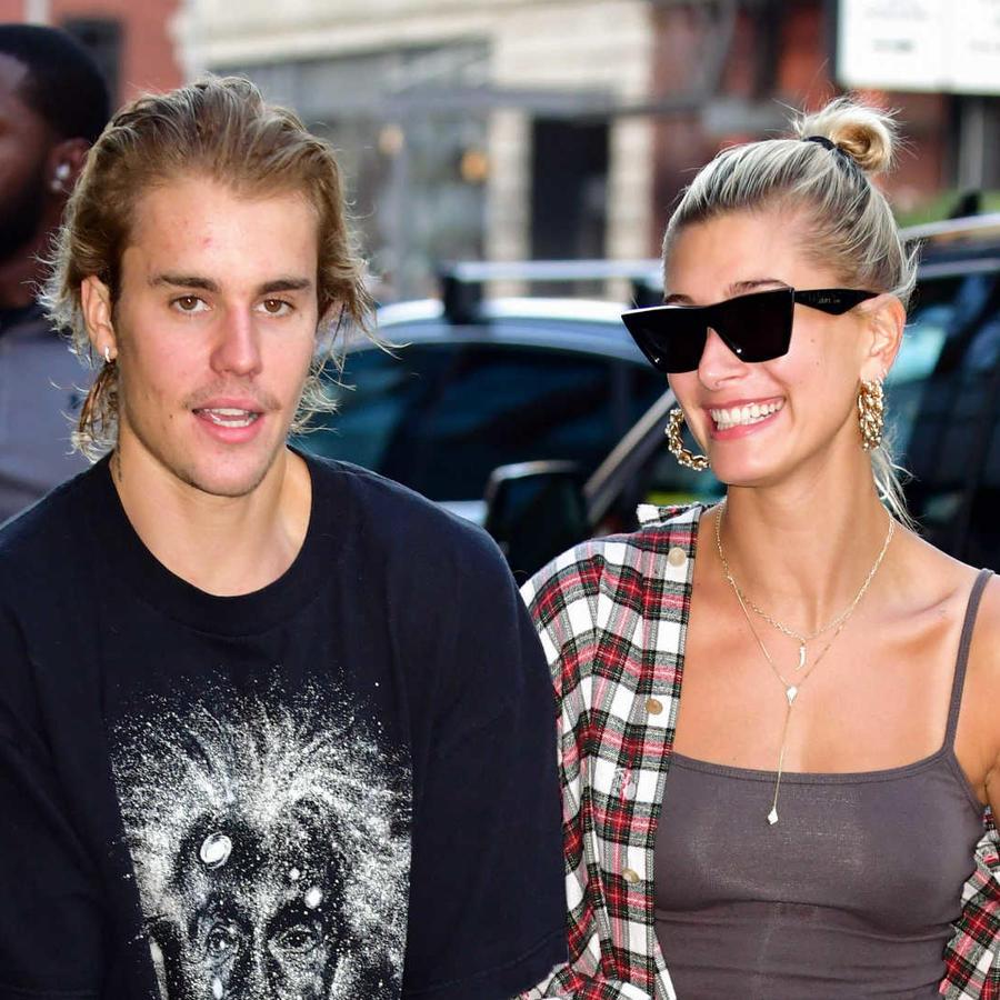 Justin Bieber y Hailey Baldwin caminando
