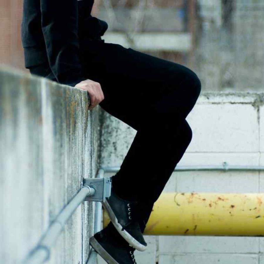 Imagen de recurso de una persona en un tejado.