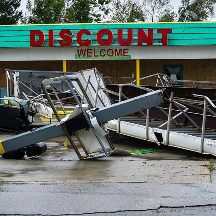 Daños causados por Florence en una gasolinera en Carolina del Norte