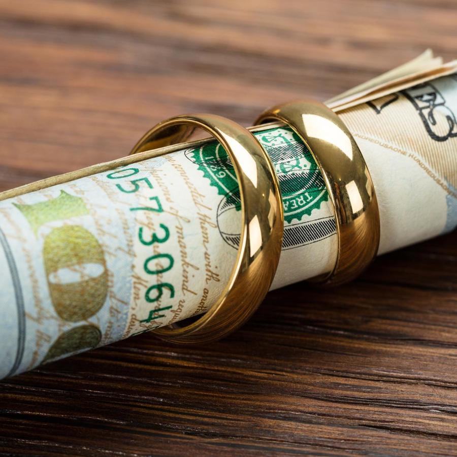 Dólares y anillos
