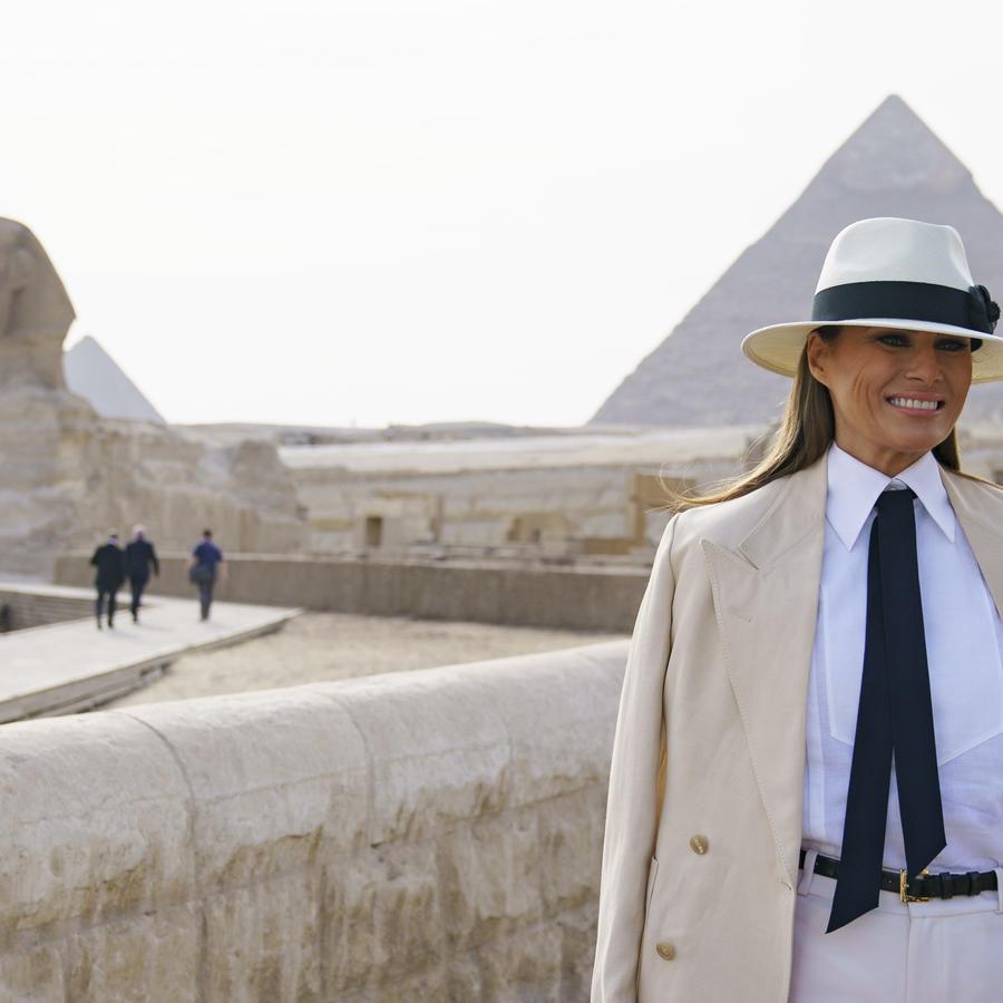 Melania Trump visita la pirámide de Giza en Egipto, el 6 de octubre de 2018