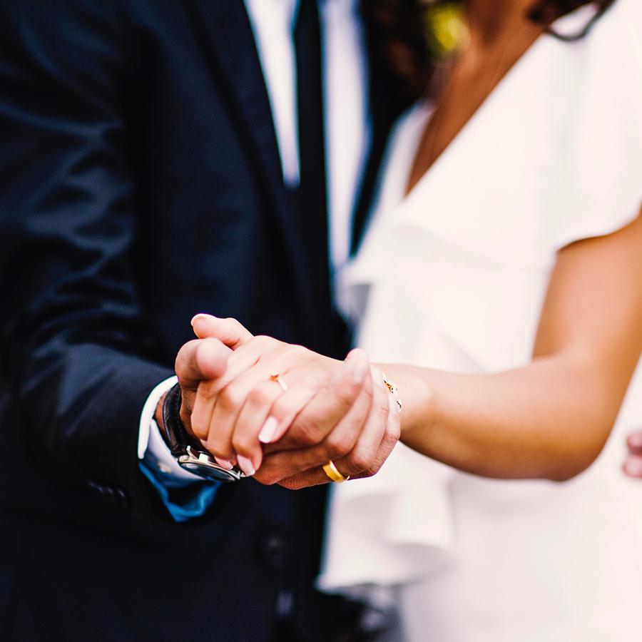 Una novia escuchó la voz de su padre fallecido en su boda