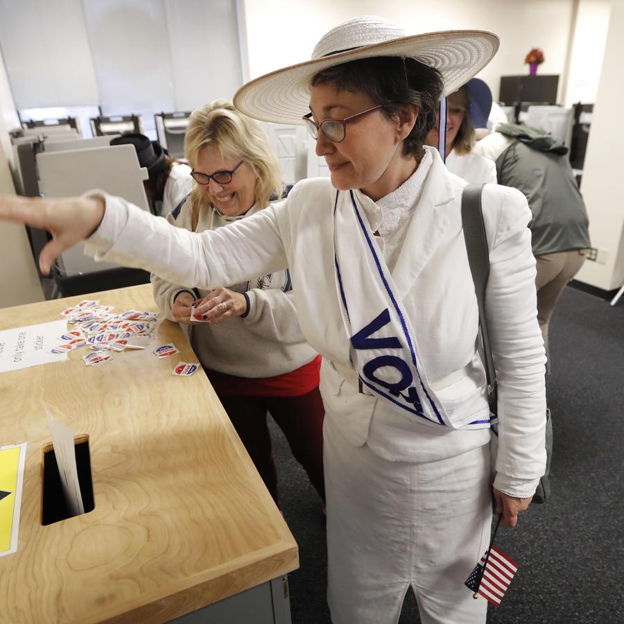 Los estadounidenses ejercen el voto en Iowa.