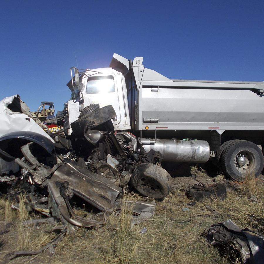 Imagen del camión de volteo que conducía Jamie Don McKenzie después del accidente