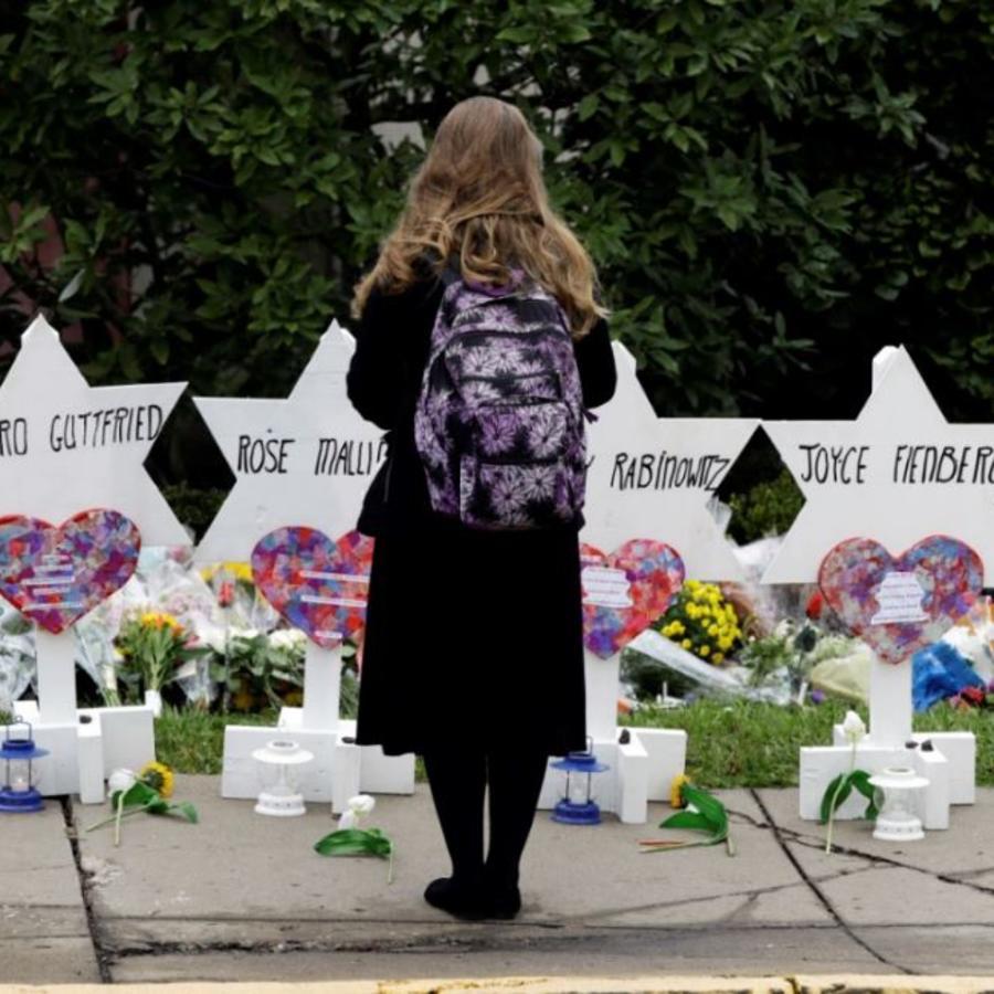 Conmemoración a los muertos tras el tiroteo en Pittsburgh frente a la sinagoga Árbol de la Vida.