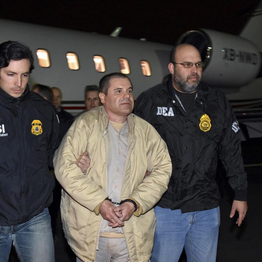 Autoridades escoltan a Joaquín Guzmán del aeropuerto de Long Island